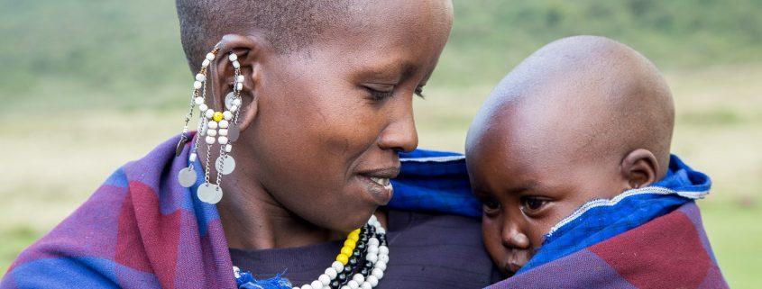 Masaï moeder met baby